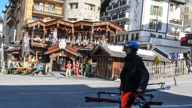 Die Après Ski-Meile in Ischgl ist in diesen Tagen bei Kaiserwetter noch recht gut besucht. Immer wieder spielen sich hier Vorfälle ab. (Bild: Daniel Liebl)