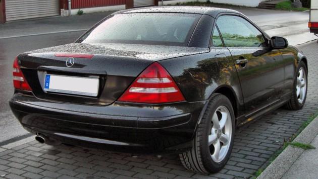 Vier Stunden musste der Mann im Kofferraum eines solchen Mercedes Benz SLK ausharren. (Bild: Wikipedia/S 400 HYBRID)