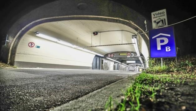 Die Einfahrt zur Mönchsberggarage in Salzburg (Bild: MARKUS TSCHEPP)