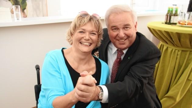 NR-Abgeordnete Barbara Krenn mit dem steirischen Landeshauptmann Hermann Schützenhöfer. (Bild: Kronenzeitung)
