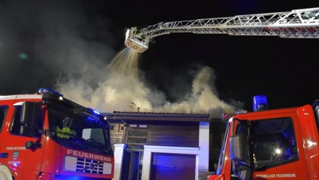 Mit 70 Mann waren die Freiwilligen Feuerwehren Feuerwehren Eggersdorf, Haselbach, Hart-Albersdorf, Steinberg-Rohrbach und Laßnitzhöhe im Einsatz. (Bild: Herbert Buchgraber, BFVGU)
