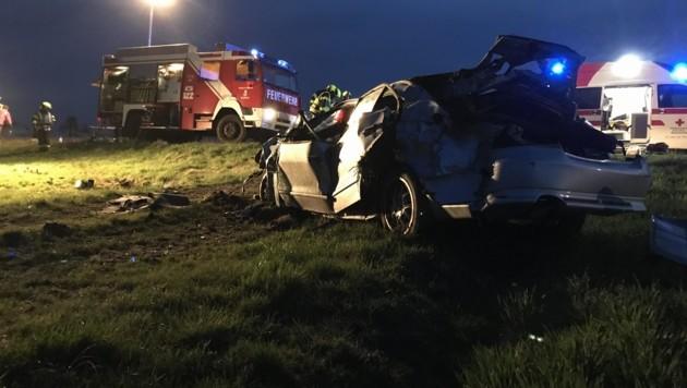 Der 36-Jährige wurde aus dem Pkw geschleudert, starb im Spital (Bild: FF Roßbach)