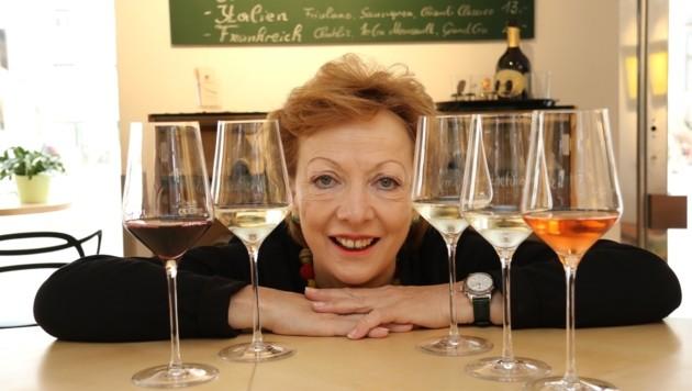 Richtig Weinverkosten? Anna Schachner (Vinothek s'Auenbrugger) weiß, wie´s geht! (Bild: Jauschowetz Christian)