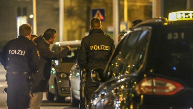 Nachts auf Salzburgs Straßen: Einbrüche, Bandenkriege, Suchtgift-Dealer. Die Polizeiarbeit ist eine Herausforderung. (Bild: Tschepp Markus)