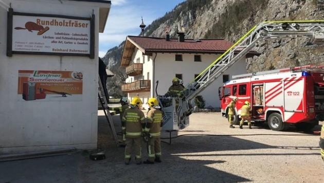 35 Feuerwehrleute waren am Mittwochnachmittag im Einsatz. (Bild: FF Saalfelden)