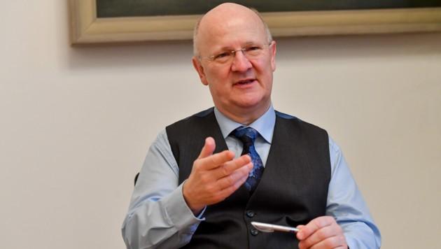 Chef von mehr als 1700 Mitarbeitern: Sparkasse-OÖ-Generaldirektor Michael Rockenschaub. (Bild: Harald Dostal)