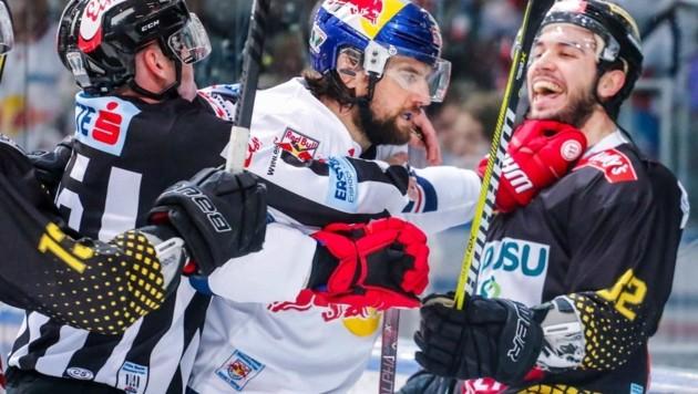 Geburtstagskind Pallestrang gegen Caps-Torjäger DeSousa (Bild: GEPA pictures/ Jasmin Walter)