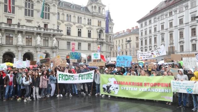 In Graz demonstrierten am Freitag wieder Jugendliche für den Klimaschutz. (Bild: Pail Sepp)