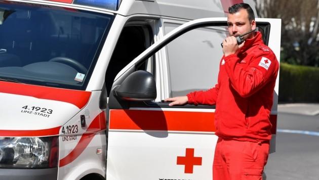 Rot-Kreuz-Mitarbeiter erhalten bald ein digitales Funksystem. (Bild: Dostal Harald)