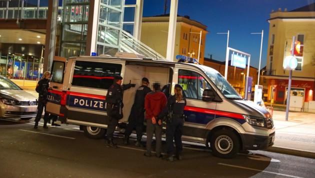 Einsatz der Polizei nach den Schüssen am Welser Bahnhof (Bild: laumat.at/Matthias Lauber)