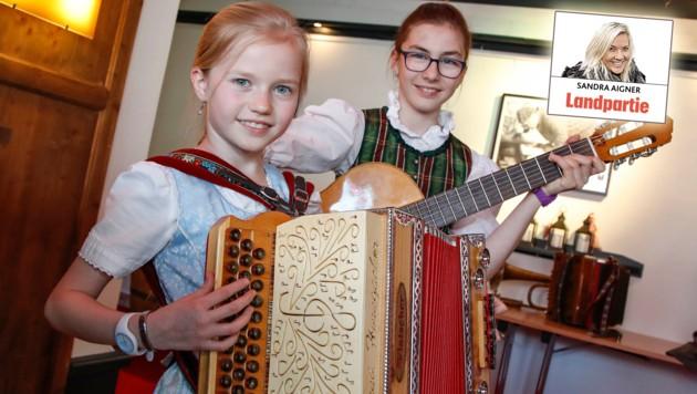 Für den Auftritt extra aus Kitzbühel angereist: Anna und Magdalena (Bild: Markus Tschepp)