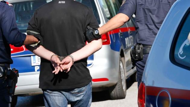 Der Mann wurde in der Salzburger Altstadt vorübergehend festgenommen (Symbolbild). (Bild: Markus Tschepp)