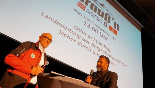 Ebenfalls vertreten: Otmar Striednig, Landesleiter der Bergrettung Kärnten im Gespräch mit Moderator Mario Schönherr (Bild: Wallner Hannes/Kronenzeitung)