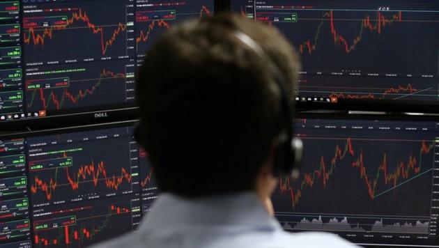 Der Angeklagte spekulierte an der Börse (Bild: AFP)