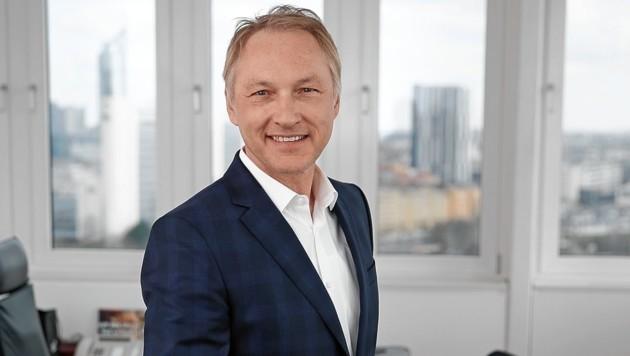 """Geschäftsführer Mag. Gerhard Valeskini in seinem Büro im """"Krone""""-Turm in der Wiener Muthgasse (Bild: Reinhard Holl)"""