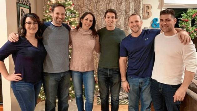 Shauna Harrison (Dritte von links) mit fünf ihrer Geschwister (Bild: Shauna Harrison)