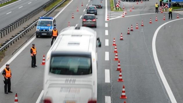 Der Mazedonier wurde bei Grenzkontrollen in einem Reisebus erwischt (Symbolbild). (Bild: EXPA Pictures. Alle Rechte vorbehalten. // EXPA Pictures. All rigths reserved.)