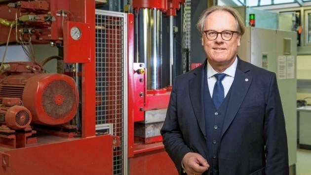 FH-Rektor Prof. Mag. Dr. Gerhard Blechinger (Bild: © Neumayr/Christian Leopold)