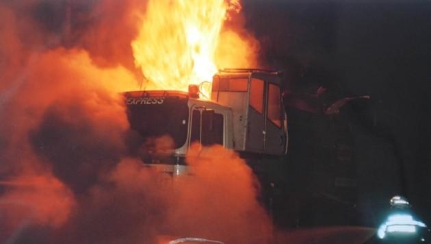 Dieser Lastwagen fing Feuer, nachdem bei der Abfahrt vom Gaberl die Bremsen überhitzten. (Bild: Gemeinde Weißkirchen/zVg)