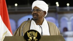 Im Februar hatte Sudans Präsident Omar al-Bashir den Ausnahmezustand in seinem Land ausgerufen. Im April ist er vom Militär abgesetzt worden. (Bild: APA/AFP/Ashraf Shazly)