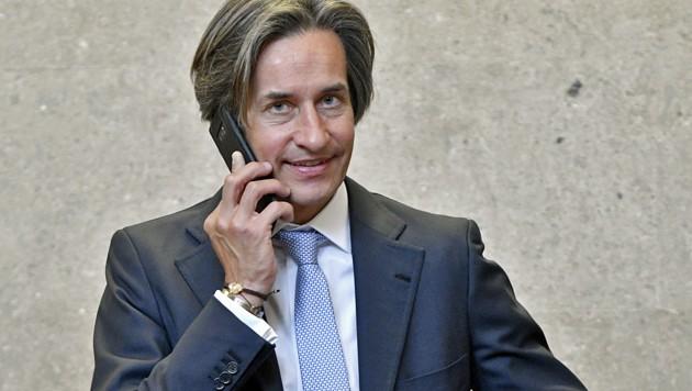 """Ex-Finanzminister Karl-Heinz Grasser sieht sich durch die meisten der bisherigen Zeugenaussagen bestätigt und beklagt: """"Ihr verfolgt den falschen Mann."""" (Bild: APA/HERBERT NEUBAUER/APA-POOL)"""