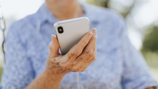 Eine Leserin aus der Steiermark hatte Probleme mit der Bindung bei ihrem Handyvertrag (Symbolbild). (Bild: stock.adobe.com/Rawpixel.com)