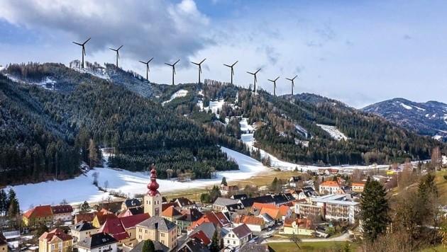 So sähe das Horrorszenario für Oberzeiring aus, wenn am Habering 180 Meter hohe Windräder gebaut würden. Wahrscheinlicher sind aber neue Anlagen am nahe gelegenen Bocksruck. (Bild: Montage Köck/zVg)