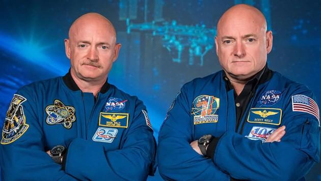 Scott Kelly (rechts) mit seinem Zwillingsbruder Mark (Bild: NASA/Robert Markowitz)
