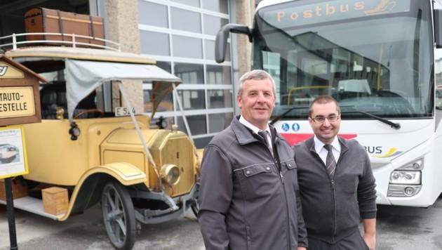 Postbusfahrer-Generationen: Herbert Brandstätter (64) und Markus Ramböck (28) (Bild: Max Grill)