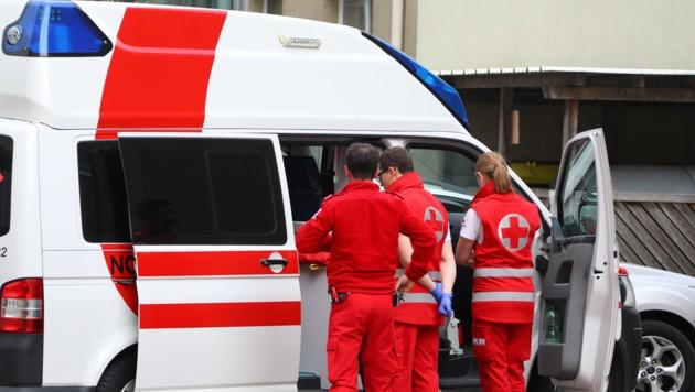 Ein 26-Jähriger wollte zwei Sanitäter des Roten Kreuzes dazu nötigen, ihn mit dem Rettungsauto heimzufahren. (Symbolbild) (Bild: laumat.at/Matthias Lauber)