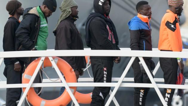 Flüchtlinge vom NGO-Schiff Alan Kurdi (Bild: AFP)