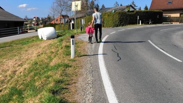 Kein Gehweg - Autofahrer dürfen hier in Stallhofen 100 km/h fahren! (Bild: zVg)