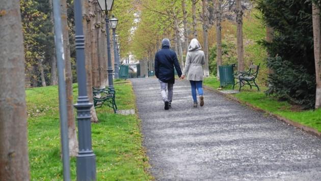 Am Rande des Grazer Stadtparks ist es gestern am helllichten Tag zu einem dreisten Handtaschenraub gekommen. (Bild: Juergen Radspieler (Symbolbild))