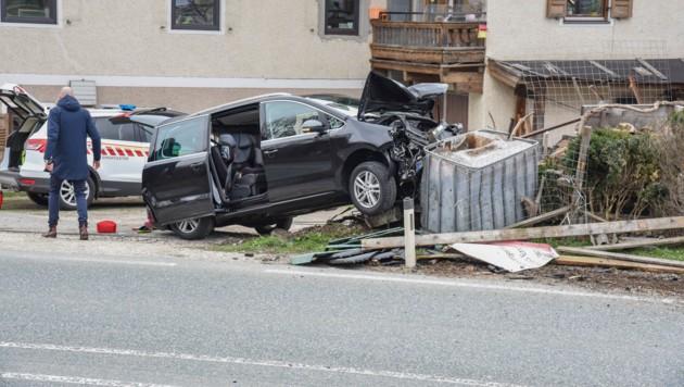 Schwerer Verkehrsunfall auf der Loferer Bundesstraße (Bild: zoom.tirol)