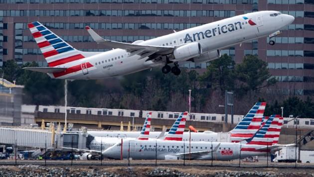 Eine Boeing 737 MAX von American Airlines beim Abheben vom Ronald Reagan Washington National Airport in Arlington (Virginia) (Bild: AFP/Andrew Caballero-Reynolds)