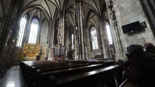 Die heutige Innenansicht des Wiener Stephansdoms (Bild: APA/HERBERT PFARRHOFER)