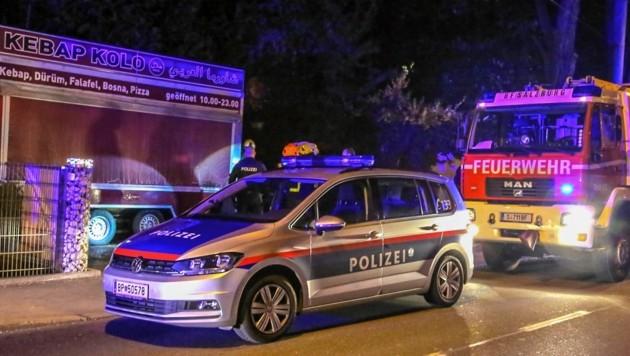 Polizisten konnten verhindern, dass der Kebap-Stand abbrennt. (Bild: Markus Tschepp)