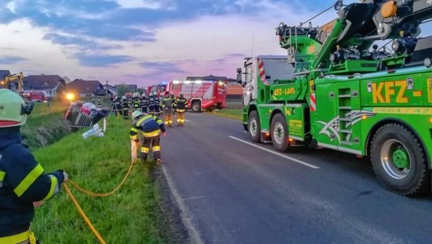 Das Tanklastfahrzeug kam von der Fahrbahn ab (Bild: FF Wetzelsdorf)