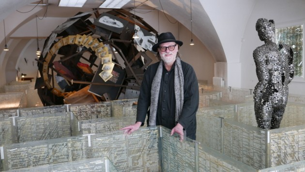 "Hannes Angerbauer im Labyrinth des Steyrer ""Kunstorganismus"" (Bild: liveBild)"
