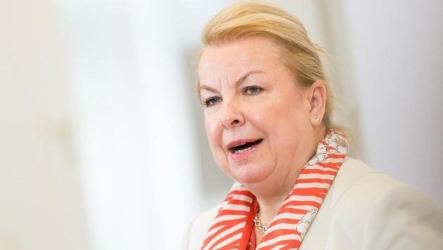 Hart, härter, Hartinger-Klein: Die Sozialministerin zeigt sich unnachgiebig. (Bild: EXPA/ Michael Gruber)