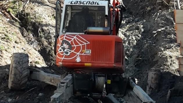 Schreitbagger entschärften die Gefahrenstelle an der Glemmtaler Landesstraße (Bild: Wildbach und Lawinenverbauung /Gebhard Neumayr)