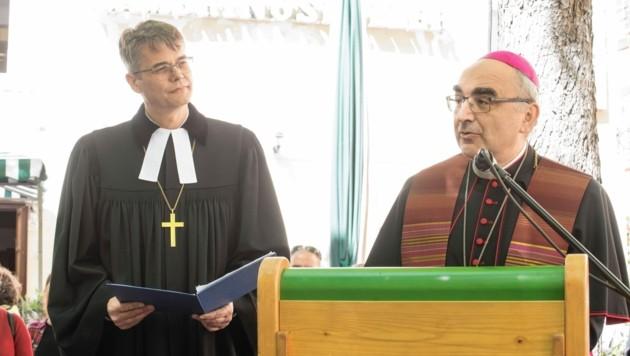 Am Karfreitag feierte Krautwaschl mit dem evangelischen Superintendenten Wolfgang Rehner einen öffentlichen ökumenischen Gottesdienst in Graz (Bild: Elmar Gubisch)