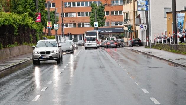 Die Frau wurde in der Innsbrucker Bundesstraße von dem Alkolenker erfasst. (Bild: MARKUS TSCHEPP)