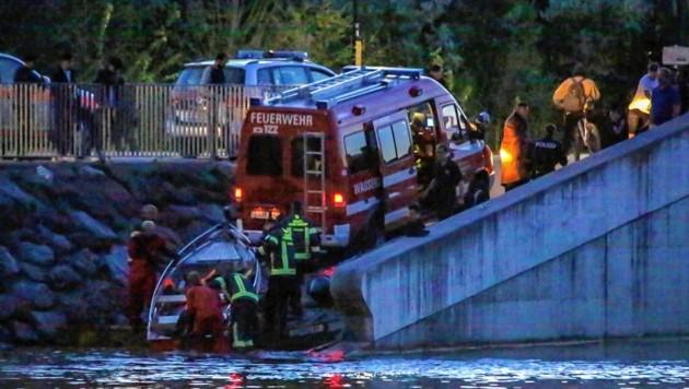 Polizisten und die Feuerwehr retteten den Mann (Bild: Markus Tschepp)