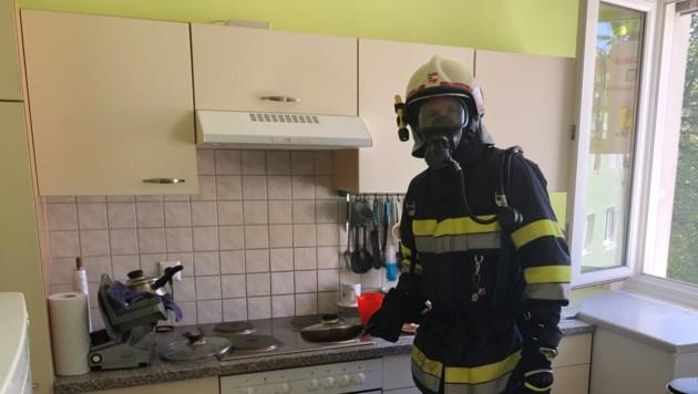 Essen brannte an: Giftiger Rauch in Villacher Wohnung (Bild: Hauptfeuerwache Villach KK/HFW Villach)