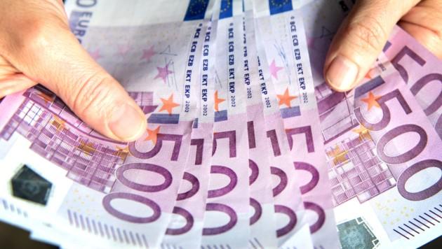 Wenn plötzlich ein Gewinn winkt, für dessen Auszahlung im Vorhinein Gebühren verlangt werden, ist Vorsicht angebracht. (Bild: APA/dpa/Patrick Seeger)