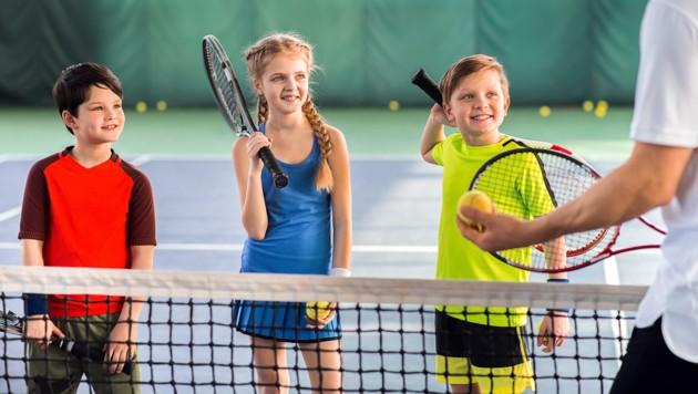 Im Sport zählt die eigene Leistung und die des Teams - der Spross lernt dabei zu verlieren und zu gewinnen. (Bild: stock.adobe.com)