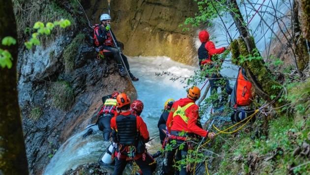 Die Urlauber aus Sachsen ertranken beim Baden am Königsbach-Wasserfall. (Bild: BRK)
