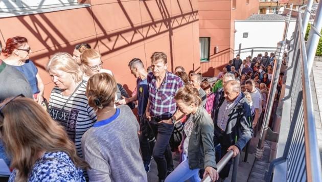 Hunderte Teilnehmer stürmten die Volksschule Schwoich. (Bild: Hubert Berger)