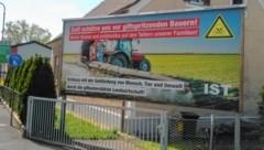 Eines der Plakate hängt in der Leibnitzer Wasserwerkstraße. (Bild: Jauschowetz Christian)
